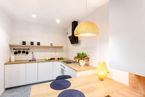 Kuchnia lub aneks kuchenny w obiekcie Apartamenty Warszawska