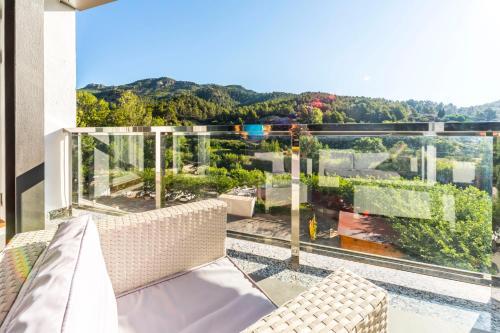 A balcony or terrace at Hotel Rosaleda del Mijares