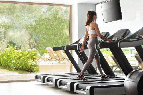 The fitness centre and/or fitness facilities at Ikos Dassia