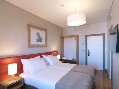 A bed or beds in a room at Feels Like Home Santa Catarina Prime Suites