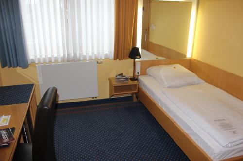 Кровать или кровати в номере Hotel Victoria