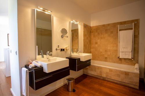A bathroom at Finca Atalis - Adults Only