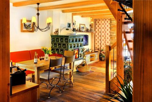 A restaurant or other place to eat at Panoramic Mountain Residence