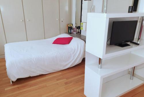A bed or beds in a room at Le Zadig