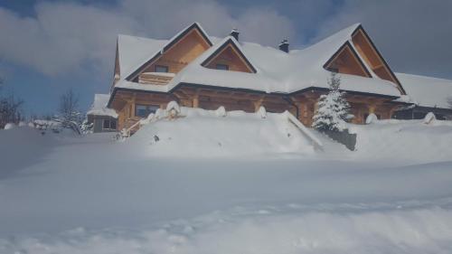 Dwór Pan Tadeusz during the winter
