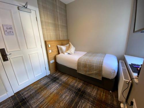 A bed or beds in a room at McKays Hotel