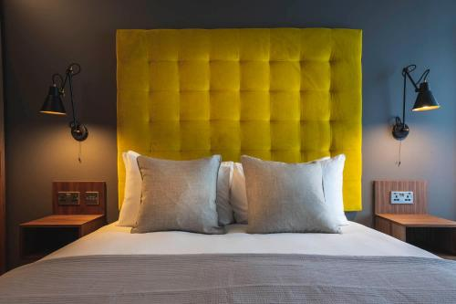A bed or beds in a room at The Gate ApartHotel London