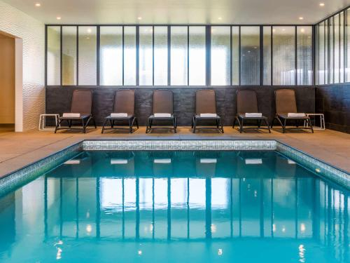 The swimming pool at or close to ibis Styles Nieuwpoort