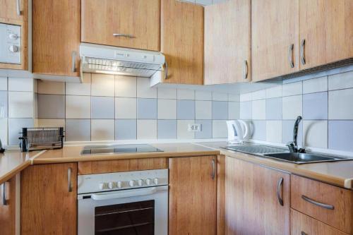 A kitchen or kitchenette at Apartamento AguaMarina Beauty
