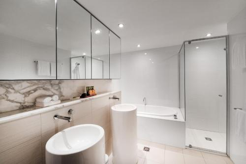 A bathroom at Peppers Broadbeach