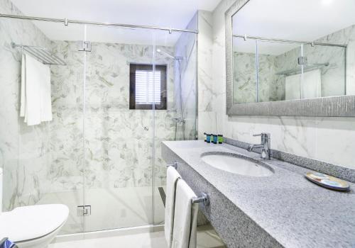 Un baño de Hoposa Costa D'or - Adults Only