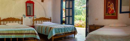 A bed or beds in a room at Hotel Casa de Nelly