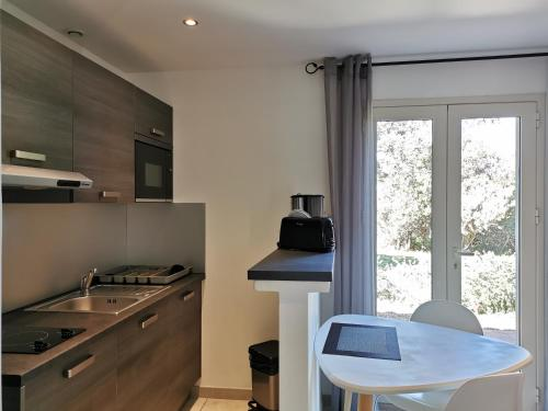 A kitchen or kitchenette at Residence Licetto