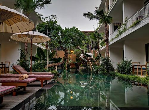 The swimming pool at or close to Sabana Ubud