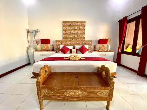 A bed or beds in a room at Cinta Cottages