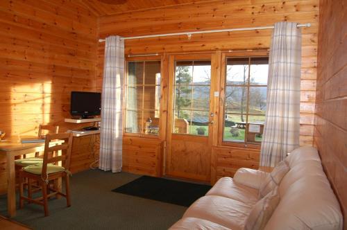 Cosy & compact Rowan Lodge no2