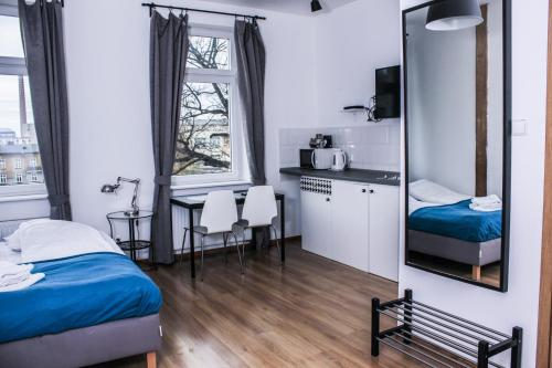 A bed or beds in a room at Apartamenty Babina