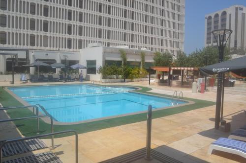 المسبح في فندق جولدن تيوليب البحرين أو بالجوار