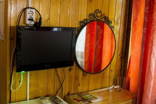 Телевизор и/или развлекательный центр в Поместье Холодный Ручей
