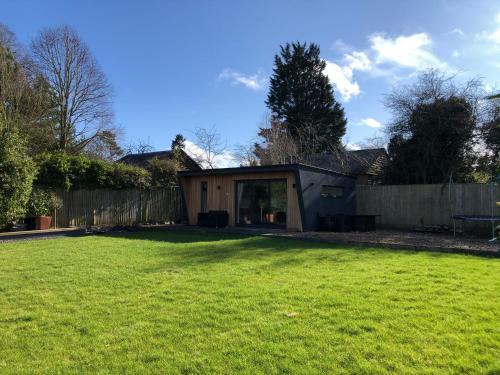 Luxury Private Cabin in Village Near Oxford