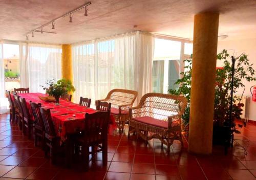 Un restaurante o sitio para comer en Solar dos Marcos Rural Accommodation