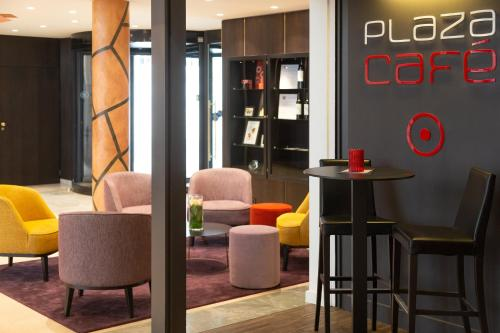Crowne Plaza Hotel Brugge tesisinde lounge veya bar alanı