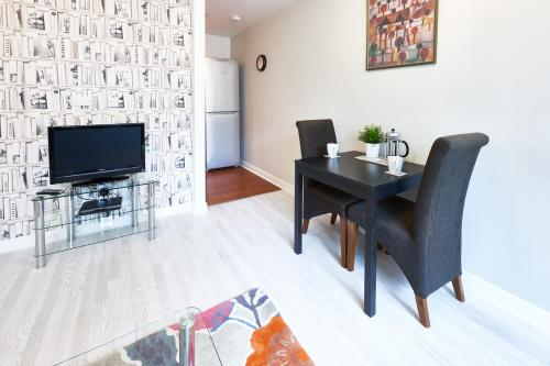 A television and/or entertainment center at The Hub Serviced Apartments- Shortstay MK