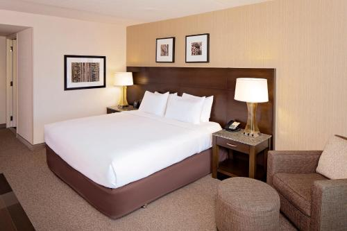 A bed or beds in a room at DoubleTree by Hilton Hotel Boston Bayside