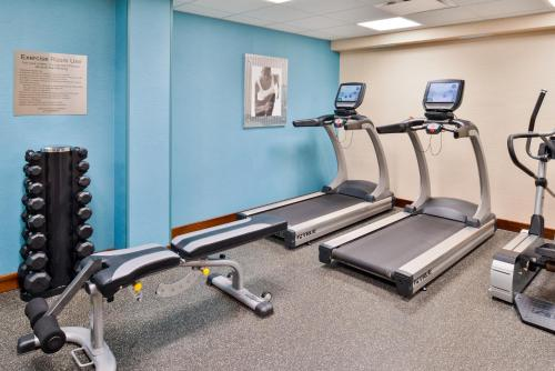 The fitness center and/or fitness facilities at Fairfield Inn and Suites by Marriott Rochester West/Greece