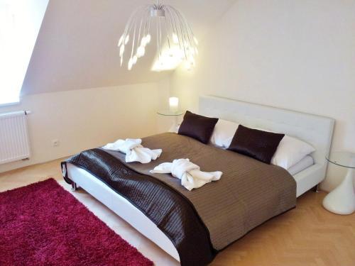 Ein Bett oder Betten in einem Zimmer der Unterkunft Selinor Old Town Apartments