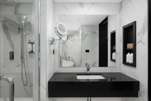 A bathroom at Pullman Melbourne on Swanston