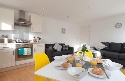 Serenity Stays Treeview Retreat- A lovely 2 bed apartment near Colchester North Station and town centre