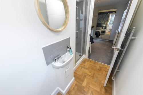 A bathroom at Prosper House Apartment - First floor.