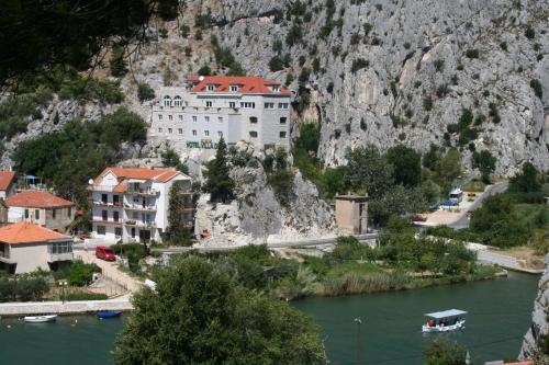 Blick auf Hotel Villa Dvor aus der Vogelperspektive