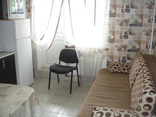 A seating area at Апартаменты на Центральная 71к2