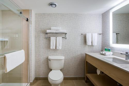 A bathroom at Holiday Inn Express & Suites Halifax - Bedford