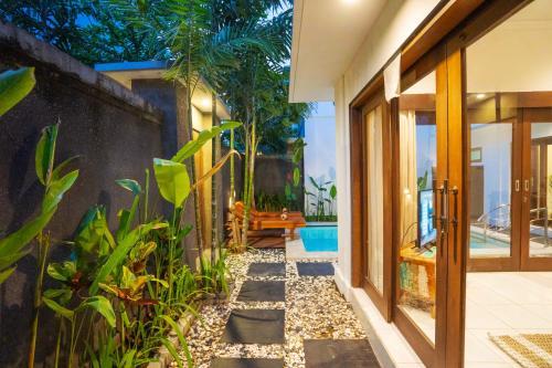 The swimming pool at or close to Villa Kanayatn