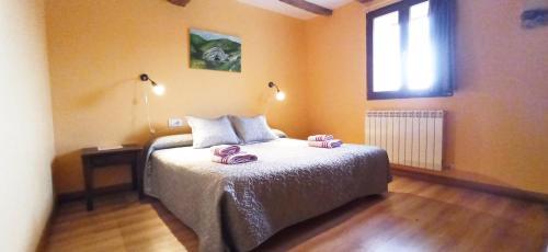 A bed or beds in a room at APARTAMENTO ENEKOIZAR
