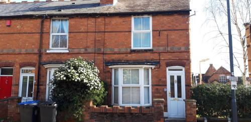 Grove Road Cottages - Bodhi Tree - 3 Bedrooms - Free Parking & Wifi