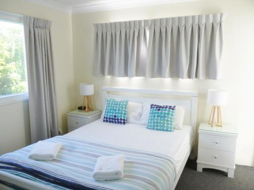 A bed or beds in a room at Le Lavandou Holiday Apartments