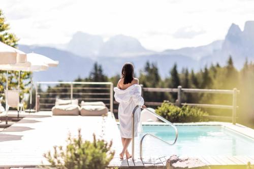 Der Swimmingpool an oder in der Nähe von Hotel Tann