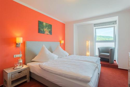 A bed or beds in a room at Hotel Koch Schilt
