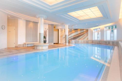Bazén v ubytování Luxuriöses Wellnes Apartment nebo v jeho okolí