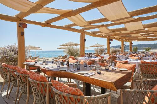 A restaurant or other place to eat at Hotel Byblos Saint-Tropez