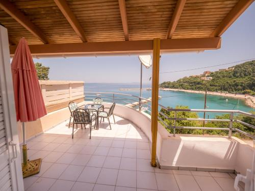A balcony or terrace at Harbour View - Oceanis Apartments