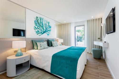 A bed or beds in a room at Quinta do Lago Country Club