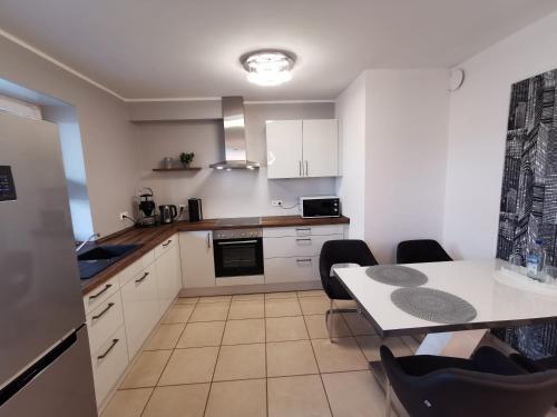 Kuchyň nebo kuchyňský kout v ubytování Luxuriöses Wellnes Apartment