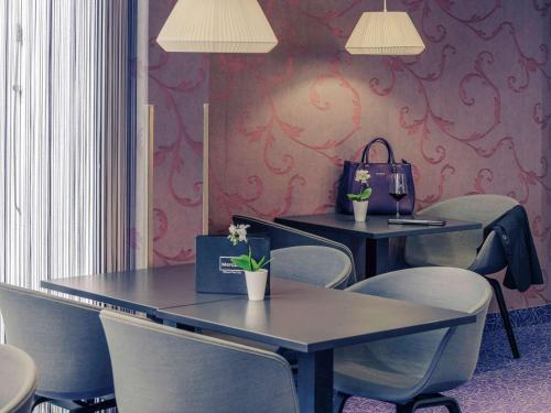 A seating area at Hotel Mercure Wien City