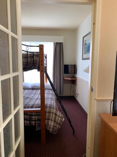 Un ou plusieurs lits superposés dans un hébergement de l'établissement Quality Inn Riviere-Du-Loup