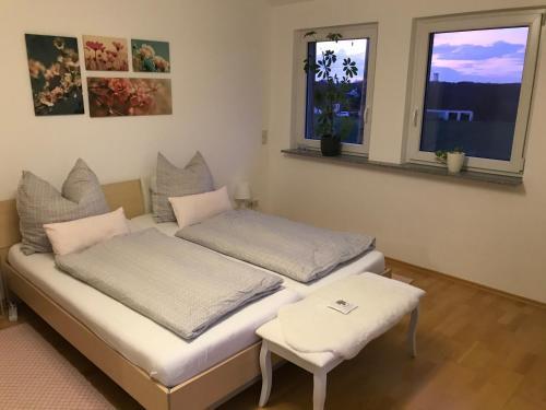 Ein Bett oder Betten in einem Zimmer der Unterkunft Kleine Auszeit mit Aussicht Velbert Tönisheide